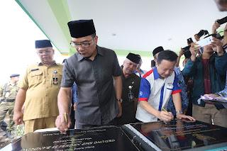 Ridwan Kamil meresmikan SMPN 55 dan 57