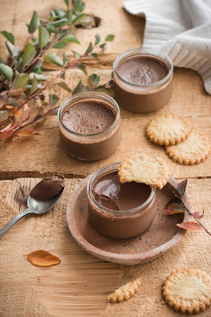 Petits pots de crème au chocolat comme La Laitière