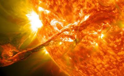 Protegir la Terra de les flamarades solars amb un gegantí escut magnètic en òrbita