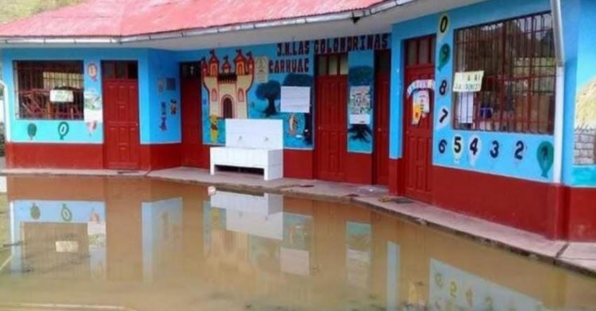 Fuertes lluvias inundan colegios en Ninacaca - Pasco