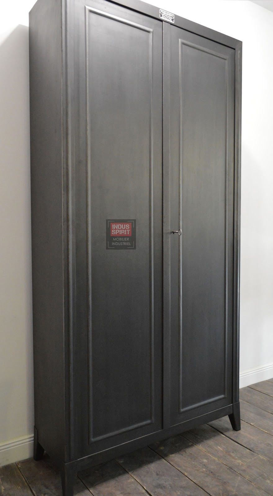 armoire mtallique excellent armoire metallique chambre ado se rapportant armoire metallique. Black Bedroom Furniture Sets. Home Design Ideas