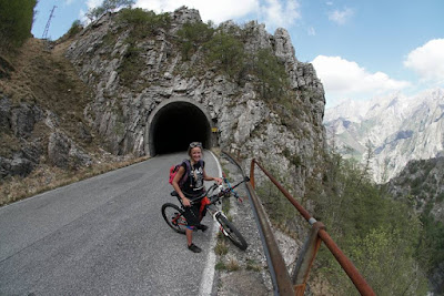 Tour mit dem Mountainbike Carrara