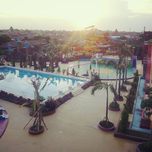 foto sunset di dynasty water world gresik