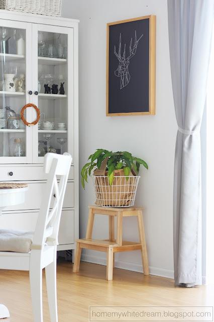 obraz string art, obraz geometryczny jeleń, biała witryna Hemnes Ikea