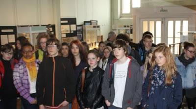 Présentation dans le hall du Musée avant la visite