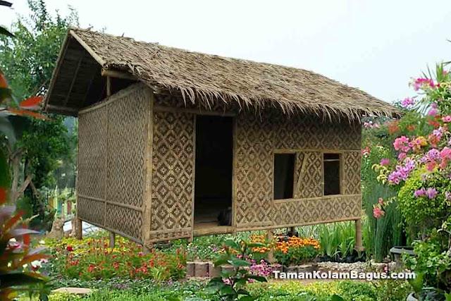 Rumah Bambu Atap Alang alang
