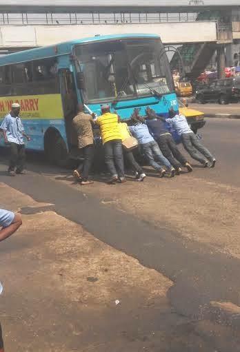 passengers pushing brt bus lagos