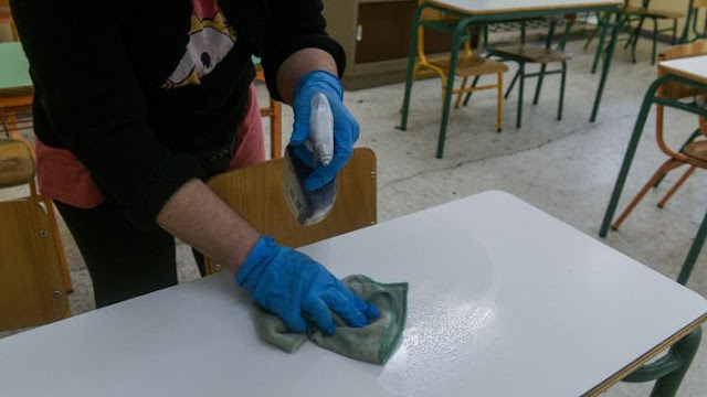 Μόνιμη και σταθερή εργασία για τους εργαζόμενους στη σχολική καθαριότητα