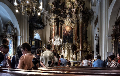 Tata Cara Misa Biasa dalam Kelender Liturgi Agama Katolik