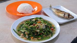 Ide Menu Paket Restaurant Genjer Masak Tauco + Ikan Goreng + Nasi, Kira2 Jual Berapa Ya?
