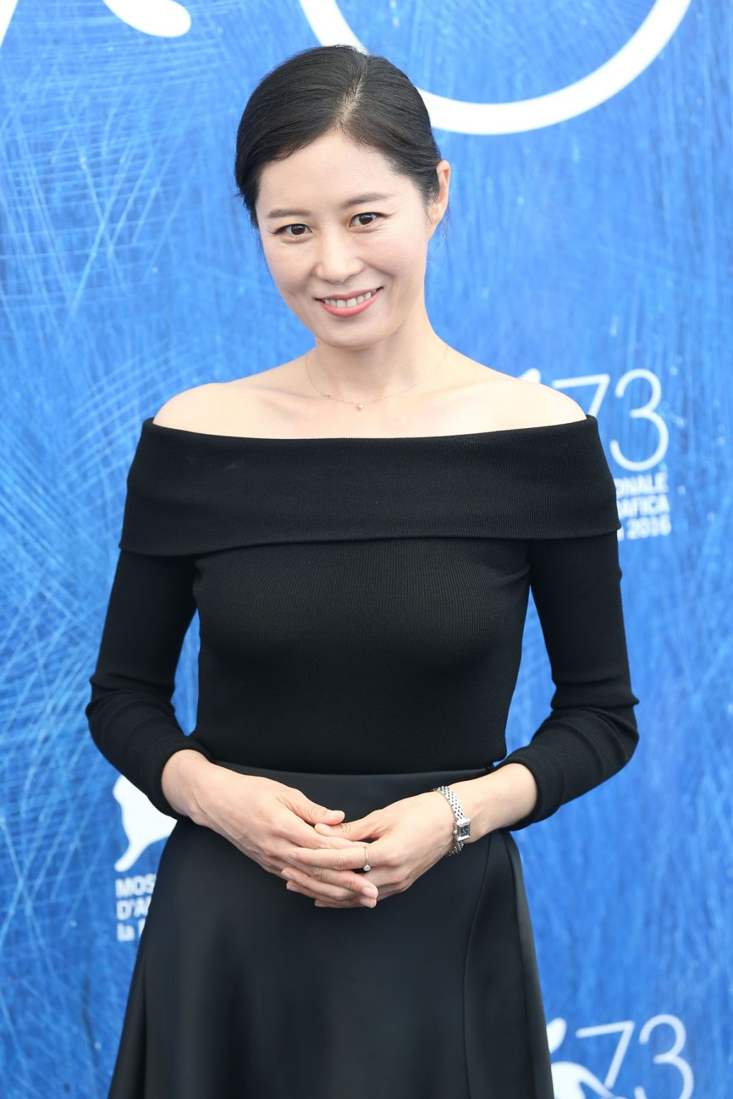 HQ Photos of South Korean actress Moon So-ri at 2016 73rd Venice Film Festival Jury Photocall in Venice