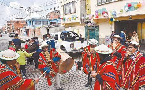 Tradiciones afloraron en el Martes de Ch'alla