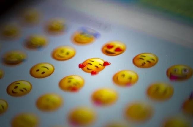 كيفية عرض Iphone Emojis على لوحة مفاتيح Android