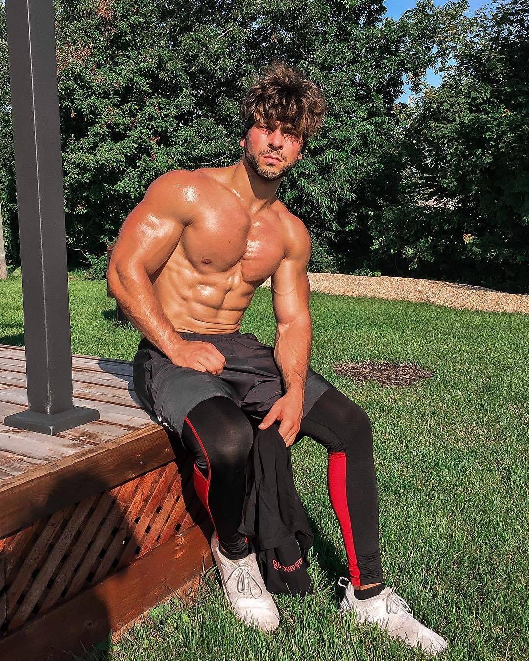 barechest-muscle-stud-joey-hornyak-pictures