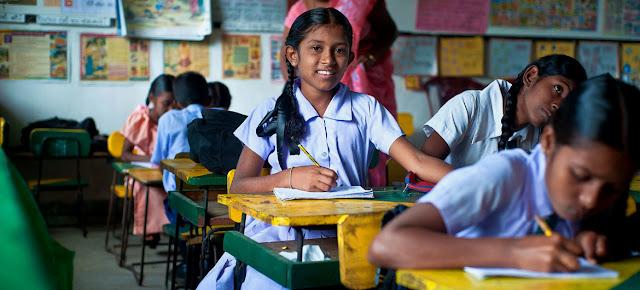 Niñas en un salón de clase de Sri Lanka.World Bank/Deshan TennekoonNiñas en un salón de clase de Sri Lanka.