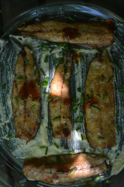 receta lomos de sardinas ahumada en cama de hummus y toque de salsa Tabasco Chipotle 02