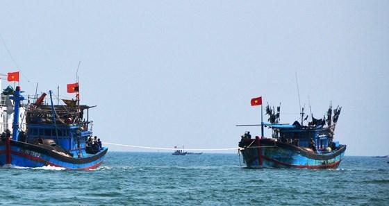 Quảng Ngãi: Tàu cá bị hỏng máy thả trôi trên biển, 12 ngư dân đang cần cứu