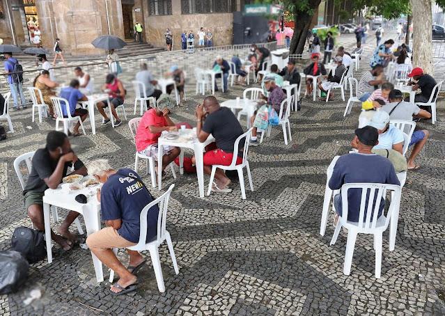 Secretário Bruno Dauaire comemora um milhão de refeições