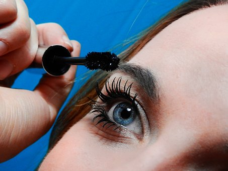 Boost Growth for Eyelashes Natural by Castor Oil