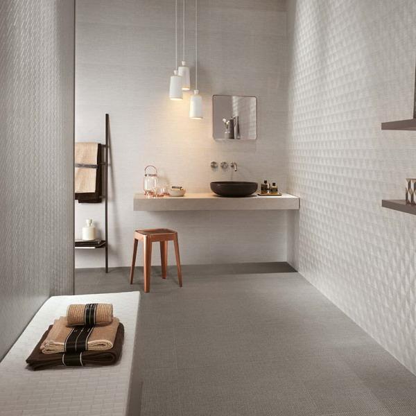 kamar mandi keramik putih