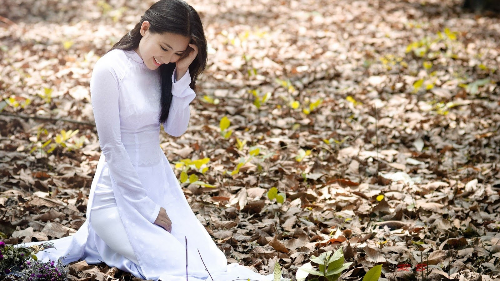 Beautiful Vietnamese Girl with Ao Dai Wallpaper