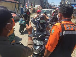 Tim monitoring gugus tugas melakukan razia masker di Delitua.