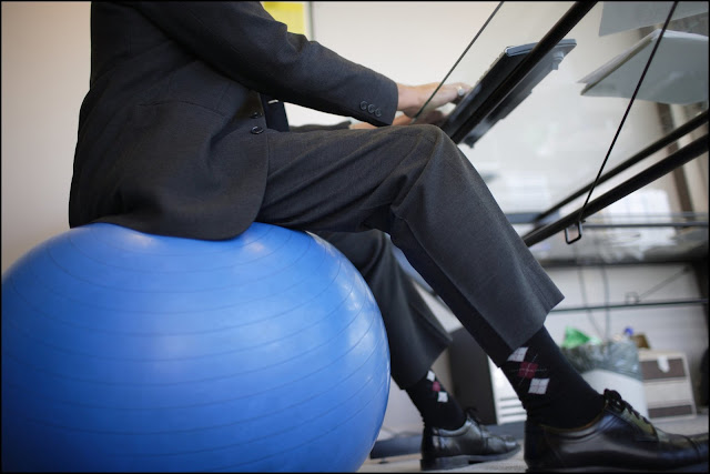 benefits-of-sitting-on-an-exercise-ball