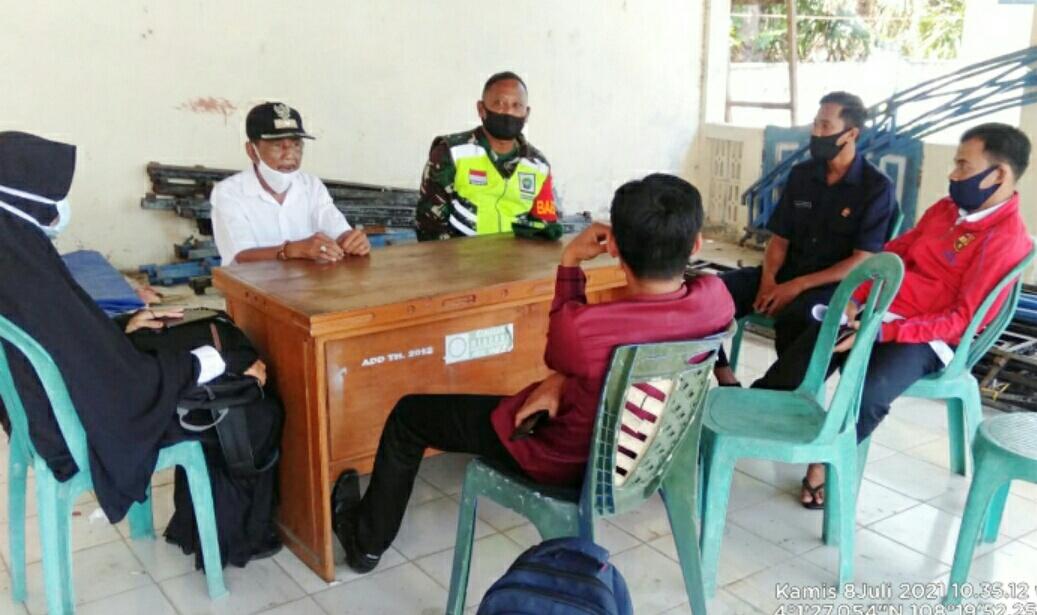 Berikan Bantuan Sanitasi Kepada Anggota KKM, Babinsa Desa Tanjung : Bantuan Sanitas Kerjasama Kemenkes dengan TNI AD
