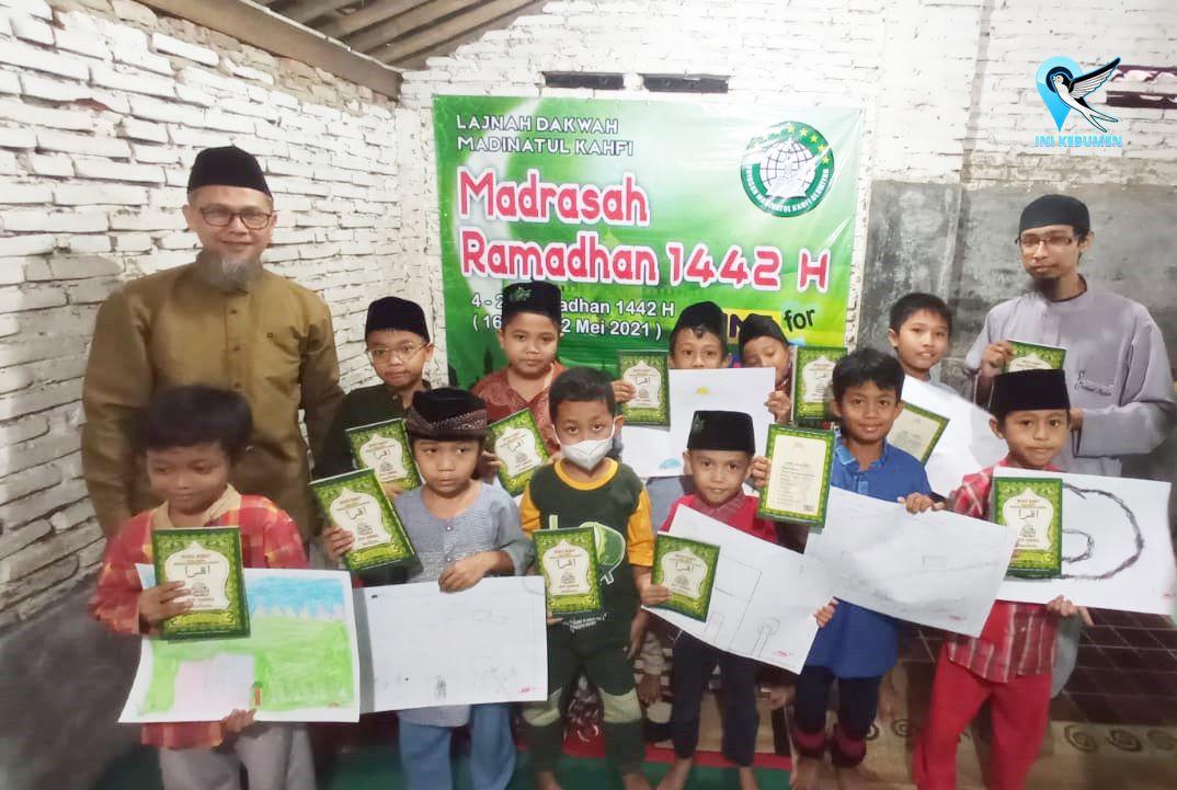 Usai Gelar Madrasah Ramadhan, Madinatul Kahfi Bagi Sembako