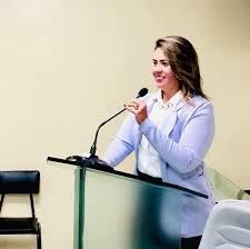 Vereadora Michele Paulino solicita em requerimento verbal votos de pronto restabelecimento ao Advogado Dr Siqueira