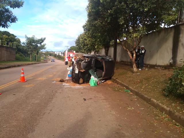 Policial ambiental perde controle do veículo e capota carro em Porto Velho