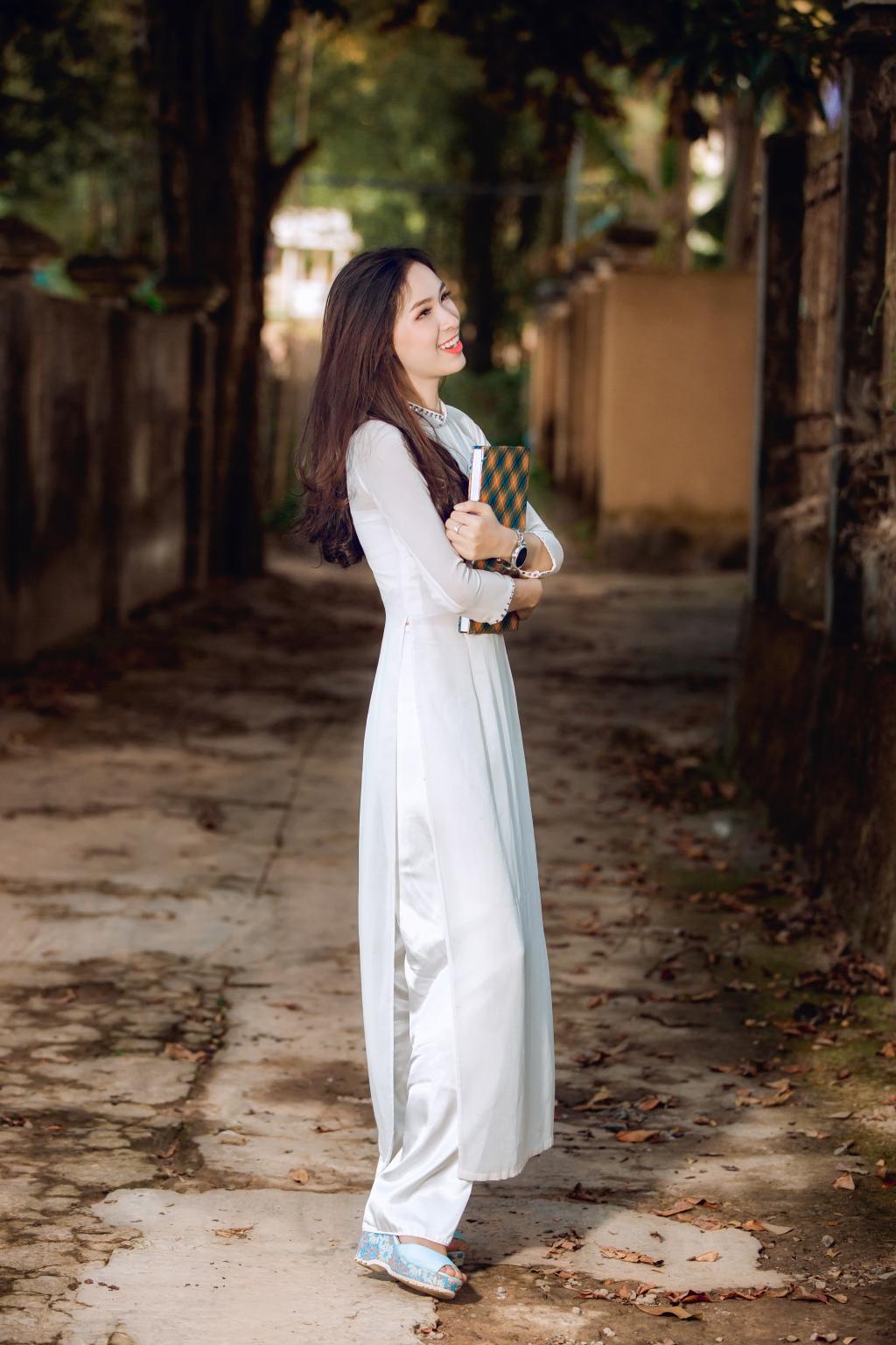Hoài Thương cực xinh đẹp, trong sáng trong tà áo dài @BaoBua: Duyên