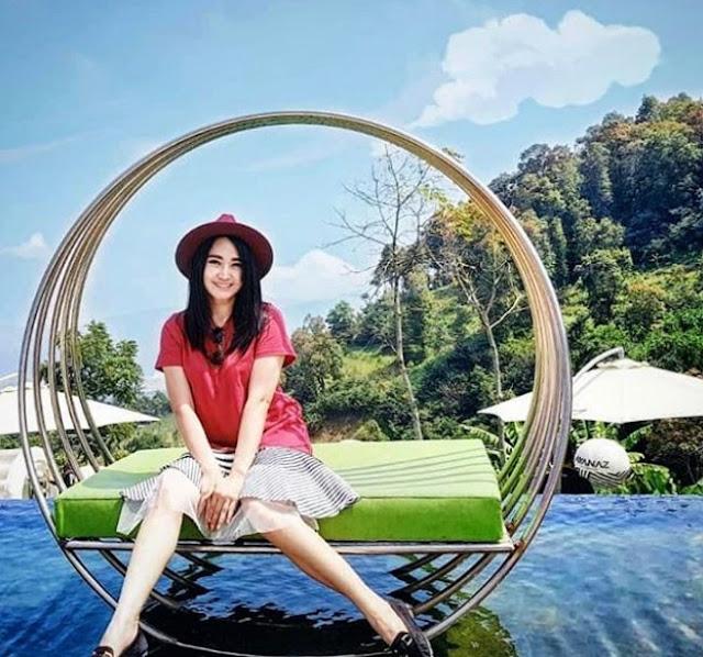 hammock dan kursi diatas kolam ayanaz