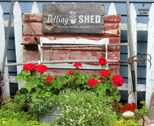 Backdrops for Junk Gardens & Foundation Plantings #junkgarden #gardenjunk #barndoors #vintage