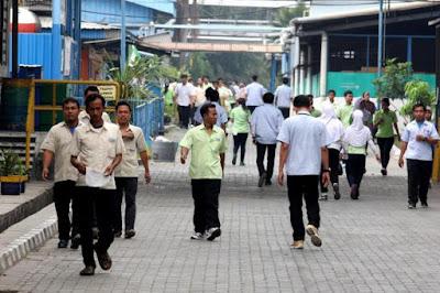 Bisnis Sampingan untuk Karyawan Pabrik