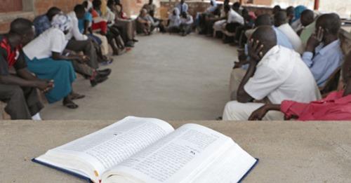 """Líder de jovens cristãos é preso no Sudão acusado de fazer """"lavagem cerebral"""" na população"""