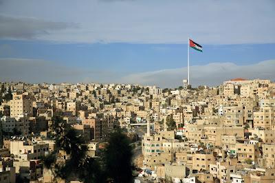 Амман вид на город с флагом, Иордания