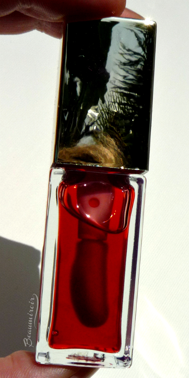 Clarins Instant Light Lip Comfort Oil in Red Berry: review, photos, swatches