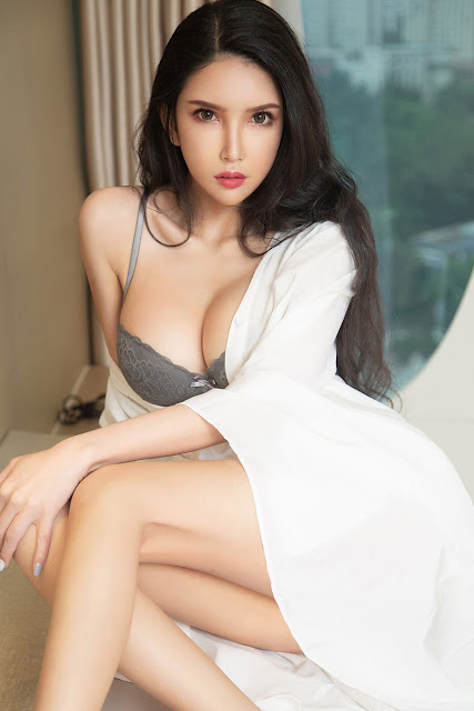 Hot and sexy big boobs photos of beautiful busty asian hottie chick Chinese booty model Qiu Qiu photo highlights on Pinays Finest Sexy Nude Photo Collection site.
