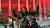 Jason Momoa sobe ao palco com o filho durante clássico dos Pantera (três vídeos desse momento)