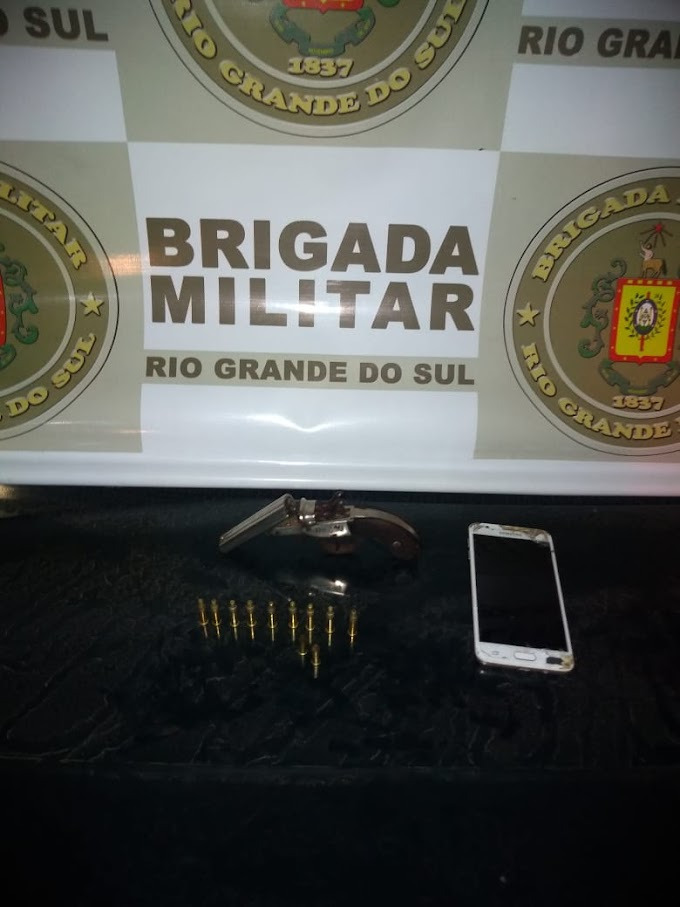 BM prende homem por porte ilegal de arma de fogo no bairro Barnabé em Gravataí