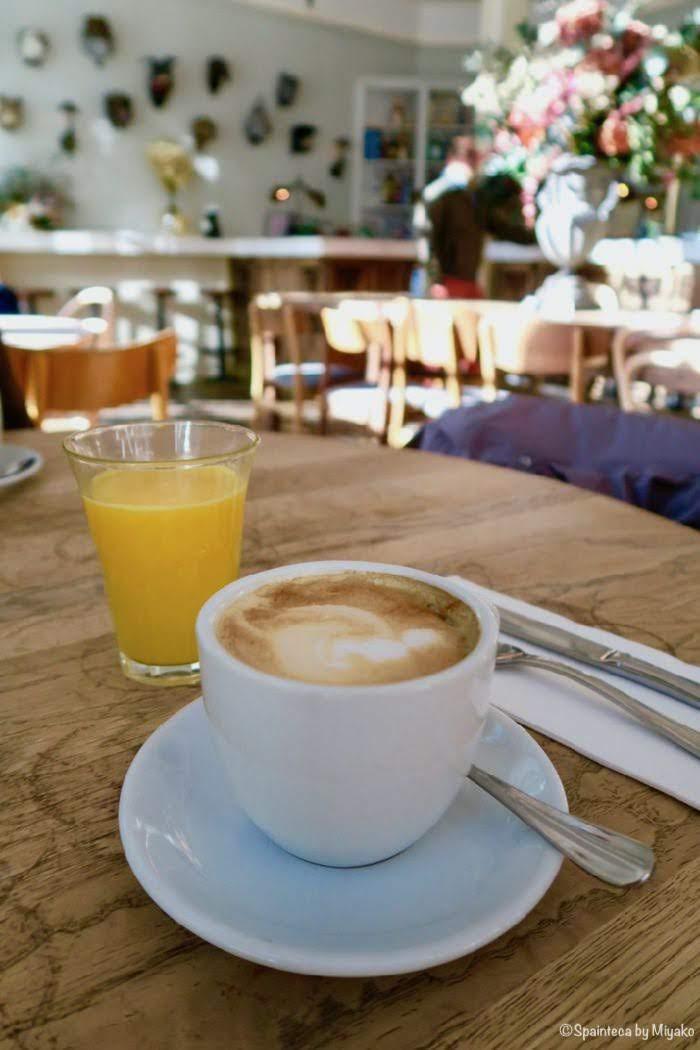 マドリード週末の朝カフェ