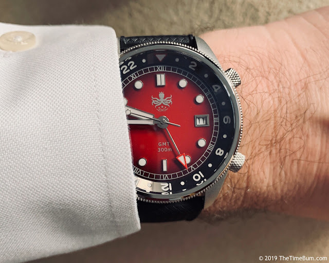 Phoibos Eagle Ray GMT red wrist shot