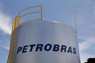 http://vnoticia.com.br/noticia/4135-petrobras-reajusta-gasolina-em-2-8-nas-refinarias