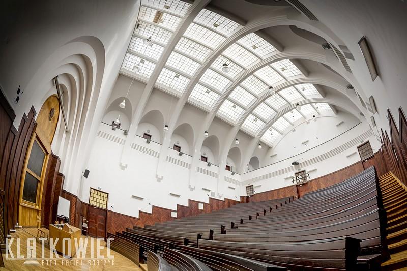 Warszawa: SGH - modernistyczna sala wykładowa