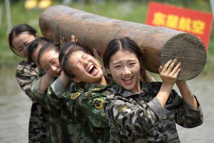 Mengintip Latihan Esktrem Pramugari Ala Militer
