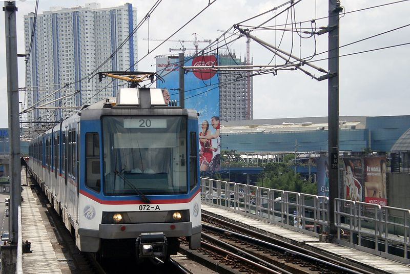 Female passenger who collapsed inside MRT3 dies after 2 hours