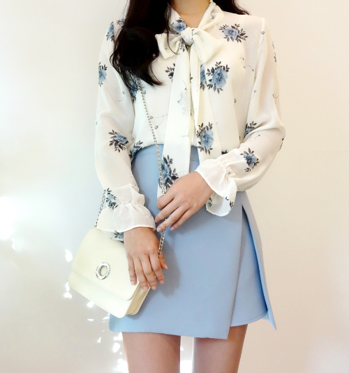 Floral Print Self-Tie Ribbon Blouse
