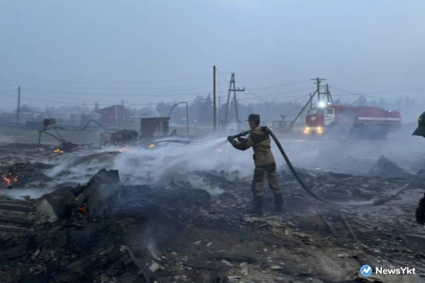 Vladimir Putin orders the deployment of additional emergency forces to fight forest fires Russian President Vladimir Putin has chosen to intervene in the battle against hundreds of forest fires, the Kremlin said on Tuesday, ordering the deployment of more emergency forces to affected areas.