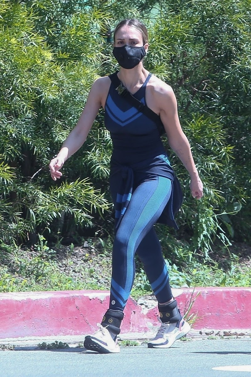 Jessica Alba Style – Workout in Beverly Hills 19 Apr-2020